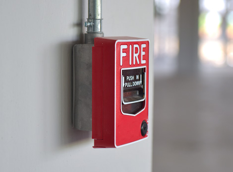 photo of a red fire alarm on a walll